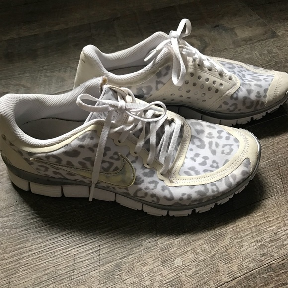 new arrivals 47579 f4995 Nike Free 5.0 V4 Leopard Running Shoes White Grey.  M 5b97e64dc2e9fe145c2e7446